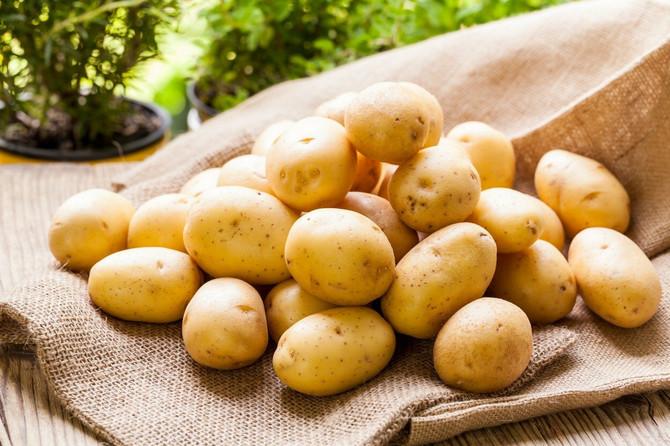 Priprema jela od krompira predstavljaće veće uživanje ako se proces ljuštenja ubrza