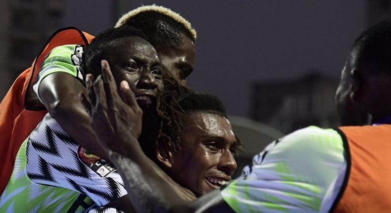 Dollars are raining on the Super Eagles of Nigeria in Egypt (Twitter/CAF)