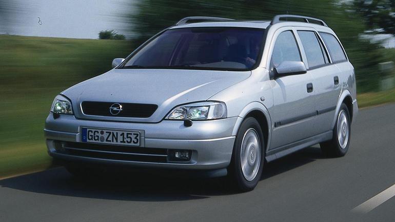 Toyota Corolla kontra Opel Astra II, Skoda Octavia i Peugeot 307 - Które używane kombi okaże się lepsze dla rodziny?