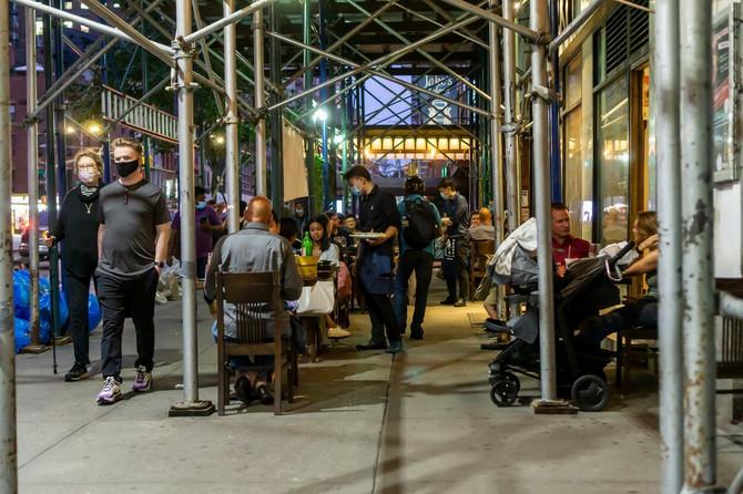Prepuna bašta njujorškog restorana