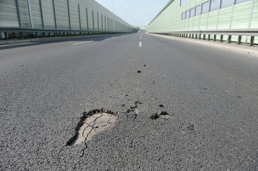 most Skłodowskiej Curie się sypie