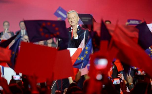 – Polska musi w końcu stać się państwem świeckim i suwerennym – deklaruje lider Wiosny na Torwarze.