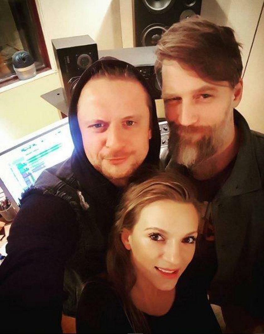 Sarsa z nowym chłopakiem (po lewej)