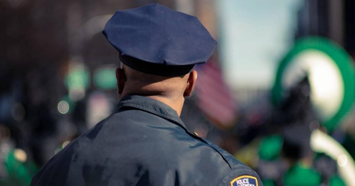 Polizistin zieht Frau bei Drogen-Untersuchung Tampon raus – fette Entschädigung!