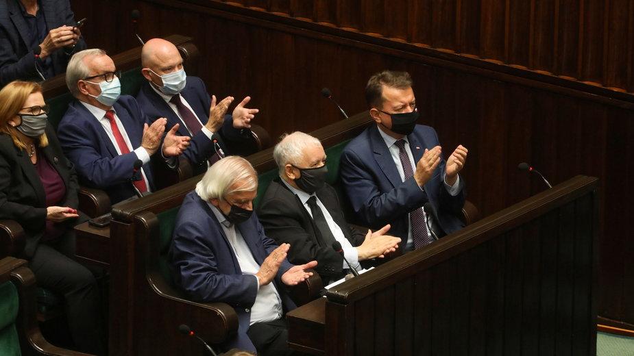 Politycy PiS w Sejmie podczas debaty