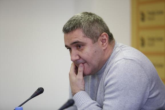 Smenjeni predsedin USSS Siniša Jasnić, iako u kućnom pritvoru, i dalje se vodi kao direktor preduzeća