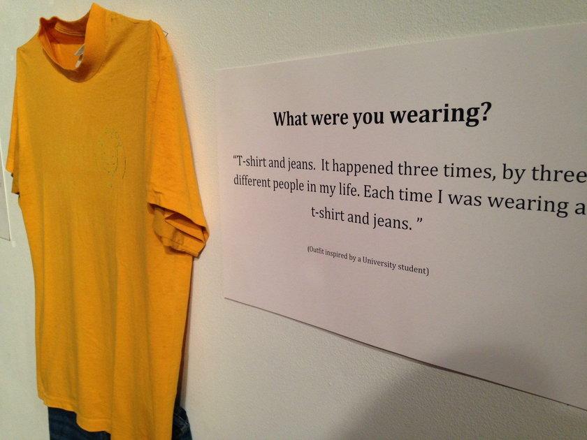 Przerażająca wystawa. To mieli na sobie podczas gwałtu
