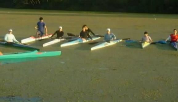 Kajakaši iz Borče i dalje treniraju u prljavom kanalu