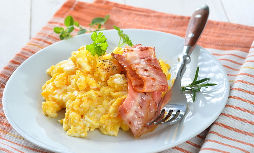 Jajecznica będzie daniem luksusowym? Ceny wyższe niż w Niemczech