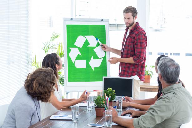 Gmina może odmówić organizacji ekologicznej udziału w postępowaniu, jeżeli nie spełnia ona wymogów prawnych oraz gdy w postępowaniu środowiskowym odstąpiono od przeprowadzenia oceny oddziaływania na środowisko