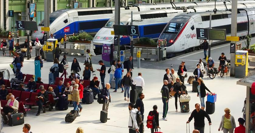 Autorzy raportu twierdzą, że podróż pociągiem z Londynu i Brukseli do Paryża jest korzystniejsza niż pokonanie tych tras samolotem