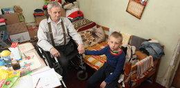 W tej klitce mieszka 7-latek z niepełnosprawnym ojcem