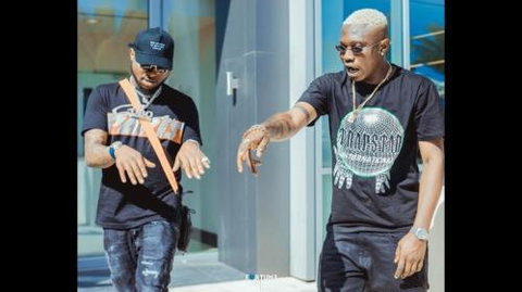 One of the most recent benefactors of Davido's kind gestures is Zlatan who got a $40k gold necklace from the singer. [Tooxclusive]