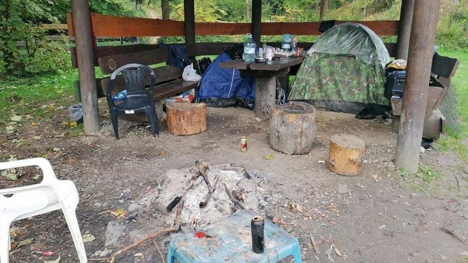 W miejscach, gdzie grzybiarze koczują, pozostają spore ilości śmieci