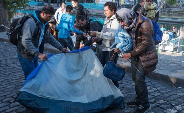 """Przewodniczący Komisji Europejskiej Jean-Claude Juncker zwołał na niedzielę nieformalne spotkanie szefów państw i rządów """"zainteresowanych znalezieniem rozwiązań europejskich"""" dotyczących migracji."""