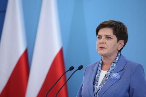 """""""Komisja będzie działała tak długo, aż zostanie wypełniona jej misja, która sobie określiła, czyli wyjaśnione przyczyny i to, co się wydarzyło w Smoleńsku 10 kwietnia""""."""
