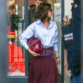 Victoria Beckham przyłapana w Paryżu. Wyglądała zachwycająco, ale wyraźnie miała dość paparazzi
