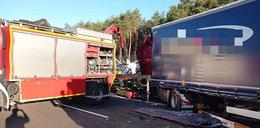 Tragiczny wypadek na autostradzie A2. Zderzyły się 3 ciężarówki, jedna osoba nie żyje