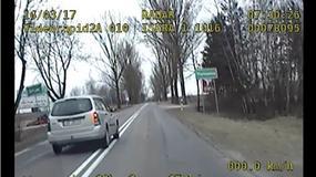 Wyprzedził radiowóz na skrzyżowaniu i chciał wręczyć łapówkę