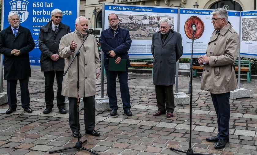 Wystawa plenerowa na pl. Szczepańskim w Krakowie