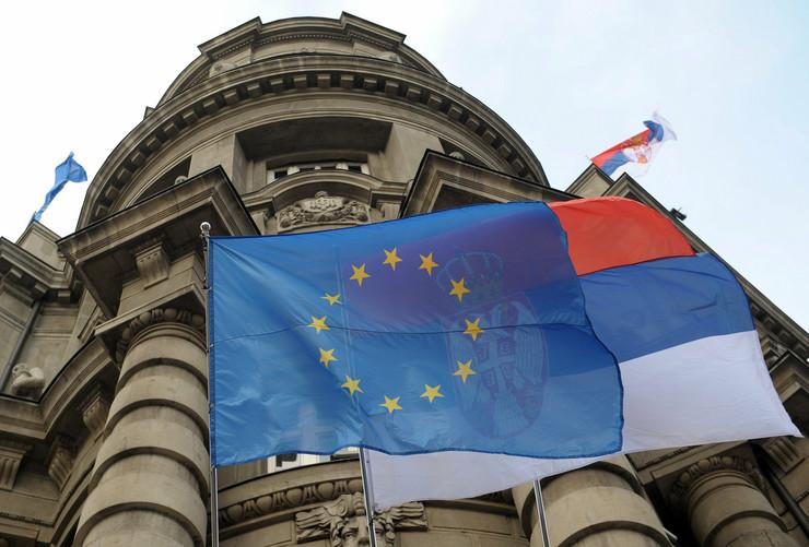 220185_vlada-srbije-zastave-eu-srbija-afp