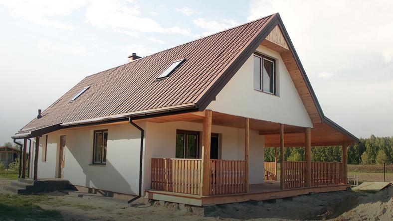 Domy z gliny czy słomy są równie trwałe jak budynki wykonane w tradycyjnych technologiach