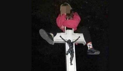 Szok! 18-latka urządziła imprezę na cmentarzu
