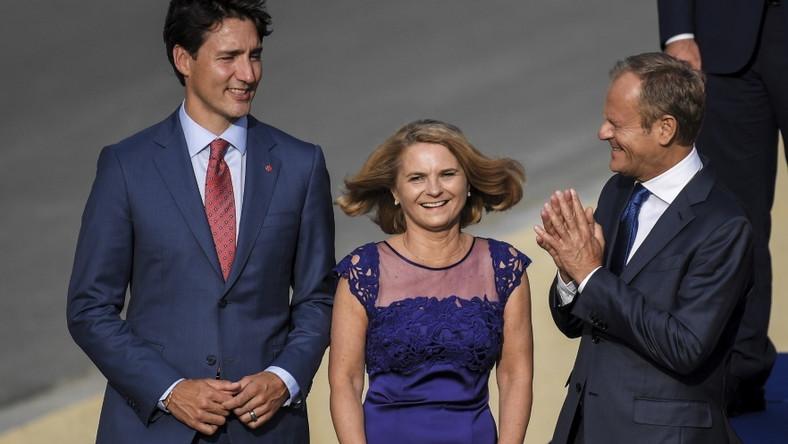Małżonka Donalda Tuska ma to szczęście, że wciąż zachwyca sylwetką, dzięki czemu wygląda świetnie w większości stylizacji...