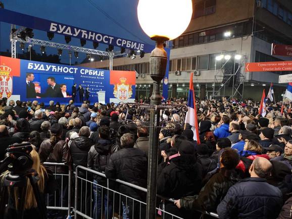 Vučić na gradskom trgu u Pančevu