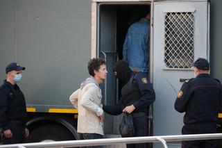 W Mińsku i innych miastach kary grzywny i aresztu dla demonstrantów