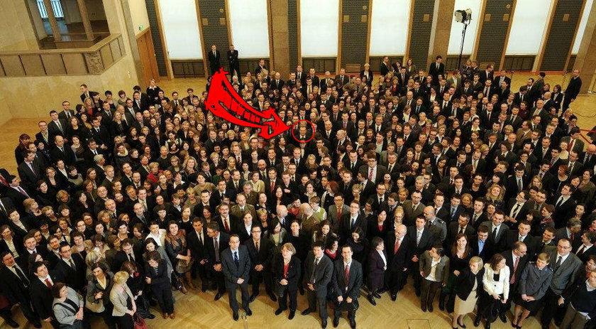 Family photo z Tuskiem. Znajdź premiera!