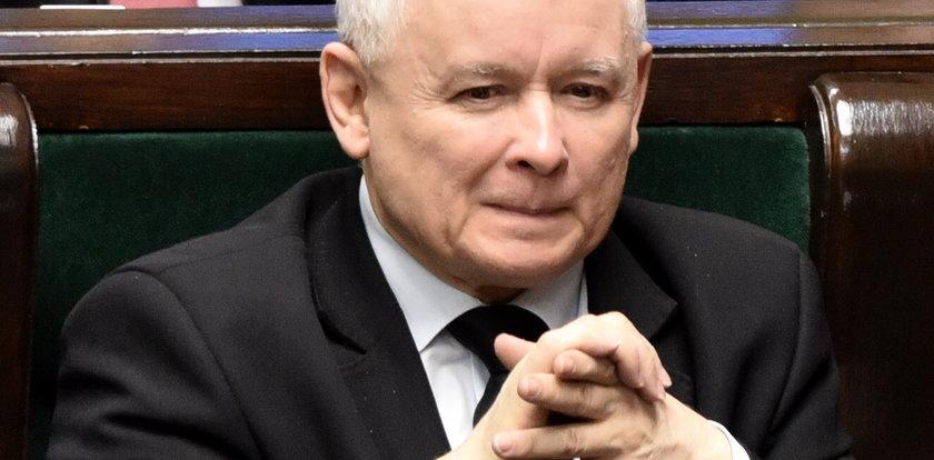 Jarosław Kaczyński na budynku ZUS. Co tam robił plakat?