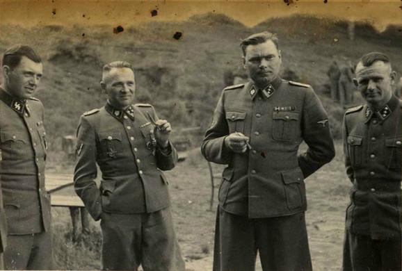 Rudolf Hes u Aušvicu