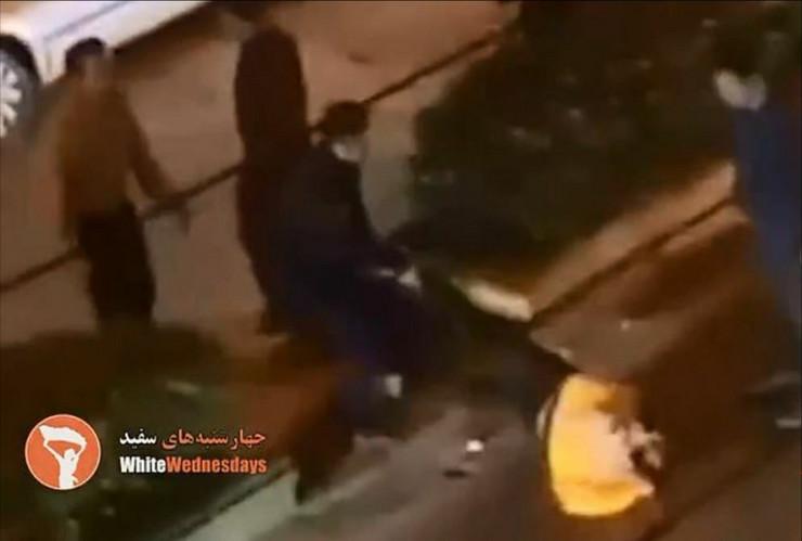 Iranku vuku po ulici