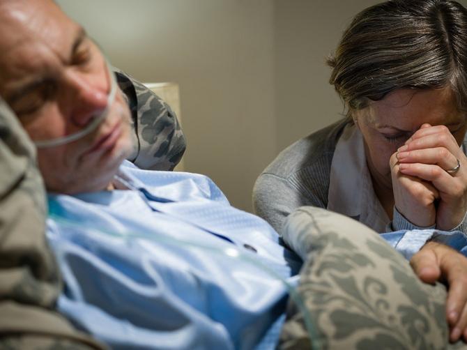 U 9 meseci umrli su mi i otac i sestra: Istraživala sam smrt i shvatila da 72 sata pre smrti SVI LJUDI GOVORE OVU STVAR