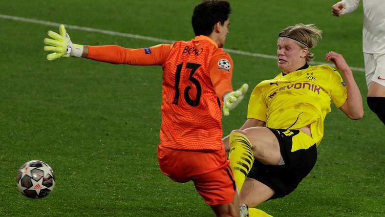 Erling Haaland (w żółtej koszulce)
