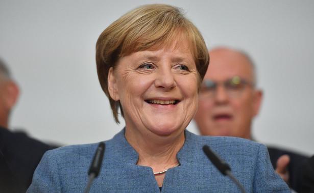 """Zdaniem dziennika, """"niemiecka kanclerz wygrała czwartą kadencję, ale mierzy się z trudnym zadaniem stworzenia stabilnej koalicji po szybkim wzroście popularności radykalnej prawicy"""", a jej zwycięstwo może być """"pyrrusowe"""""""