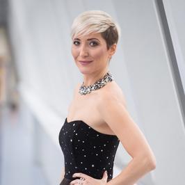 "Magda Steczkowska w eleganckiej sukni na planie ""Pytania na śniadanie"""
