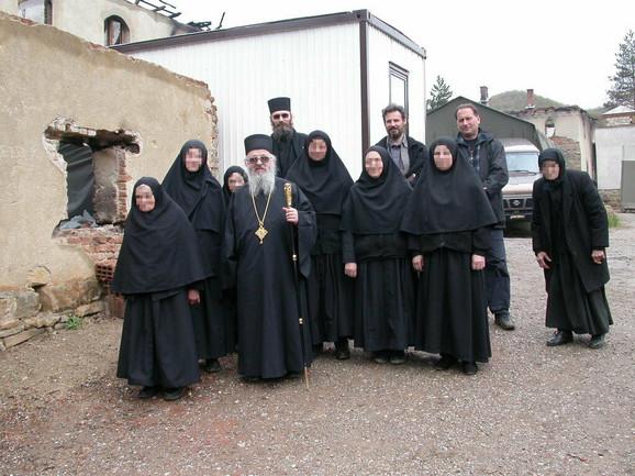 Predrag Subotički (gornji red, prvi sa desne strane) imao je monopol na građu i obnovu svetinja na Kosovu