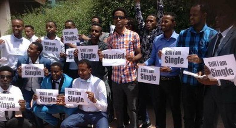 Somalian men protest expensive bride prices