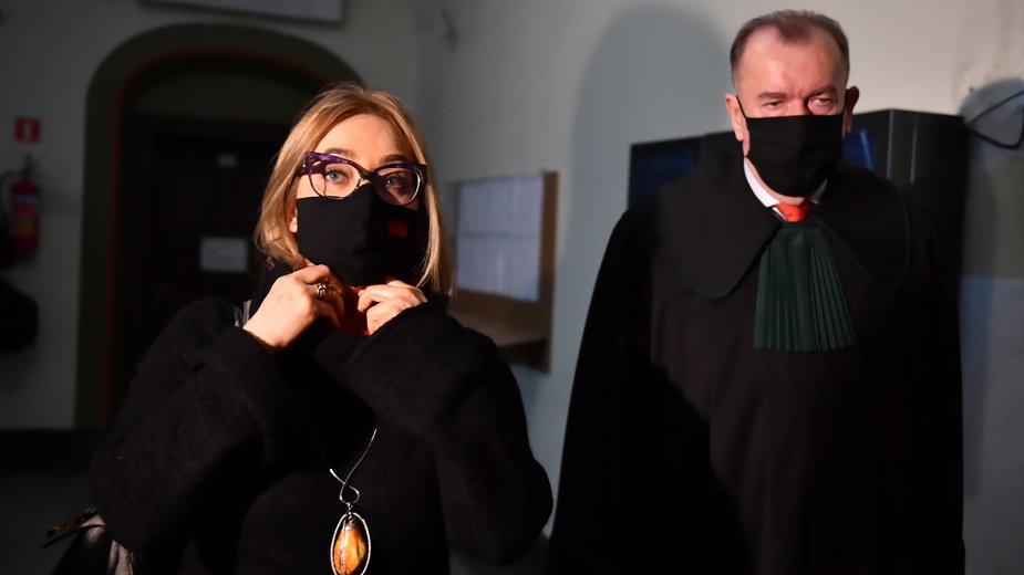 Magdalena Adamowicz wraz z adwokatem Jerzym Glancem podczas rozprawy w lutym
