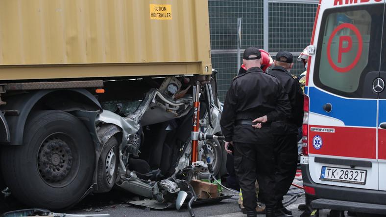 Wypadek w Kielcach, skrzyżowanie al. Solidarności i ul. Świętokrzyskiej