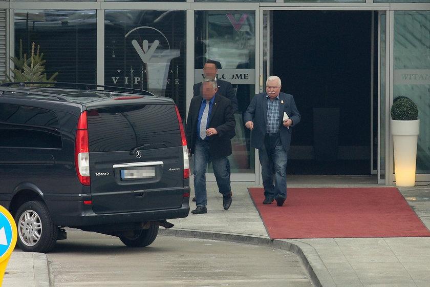 Wałęsa wylądował w Warszawie. ZDJĘCIA