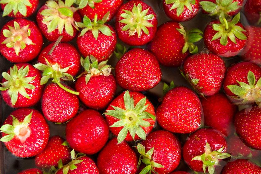 """15 dag truskawek to połowa polecanej dziennej """"dawki"""" owoców (28 dag)"""
