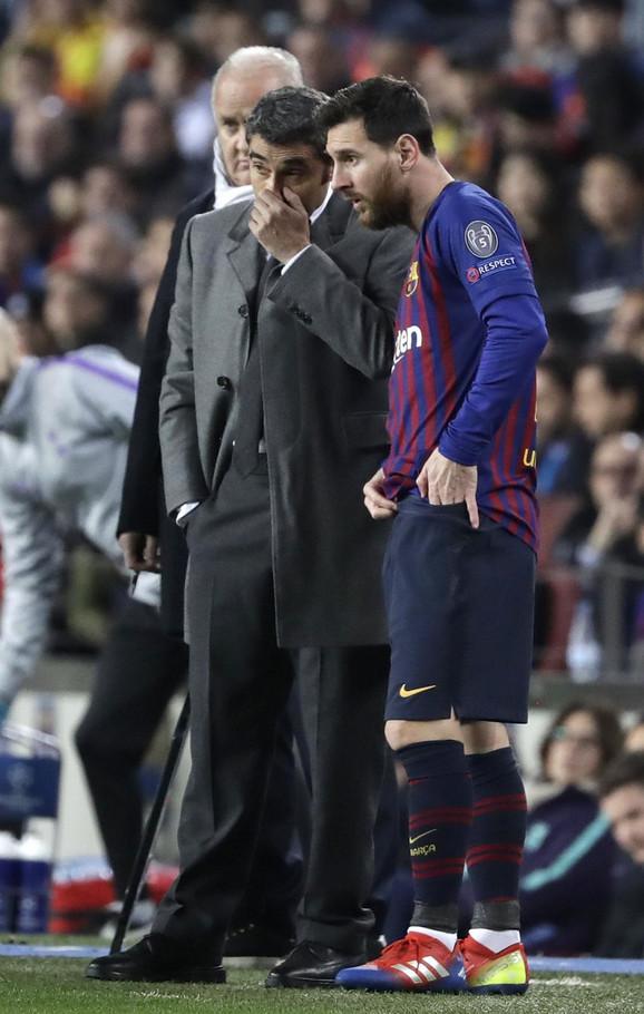 Ernesto Valverde u razgovoru sa Lionelom Mesijem