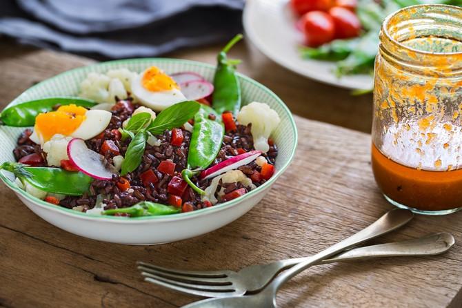 Salata sa crnim pirinčem