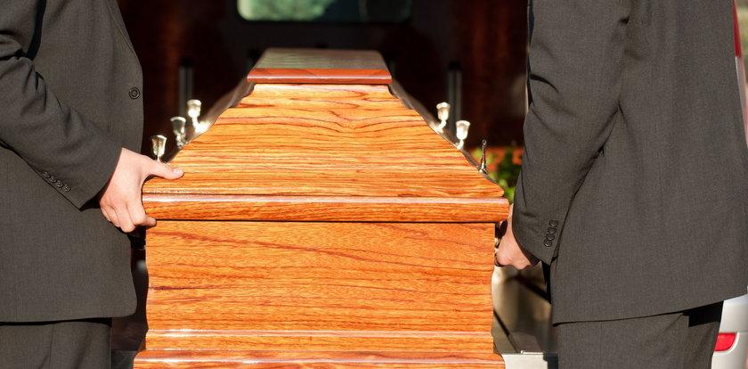 """Zorganizowała fałszywy pogrzeb. """"To spełnienie moich marzeń"""""""