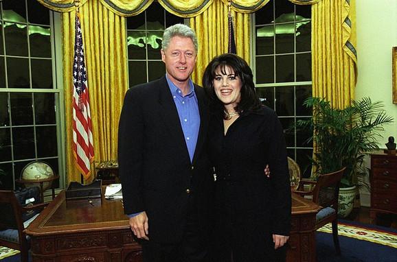 Monika Levinski i Biil Klinton u Beloj kući 1997. godine
