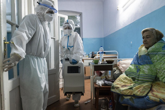 UKRAJINCI BACAJU VAKCINE Cepiva propala, jer lekari nisu došli na zakazani termin