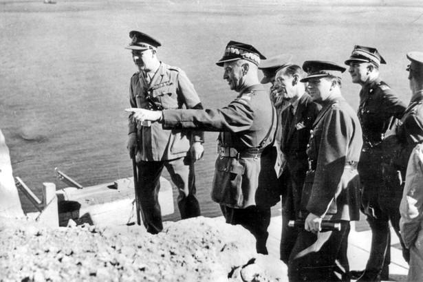 Władysław Sikorski na Gibraltarze 2 listopada 1941 w trakcie podróży do Kairu.